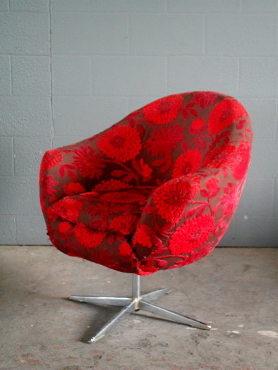 Bucket Chair Swivel In Red