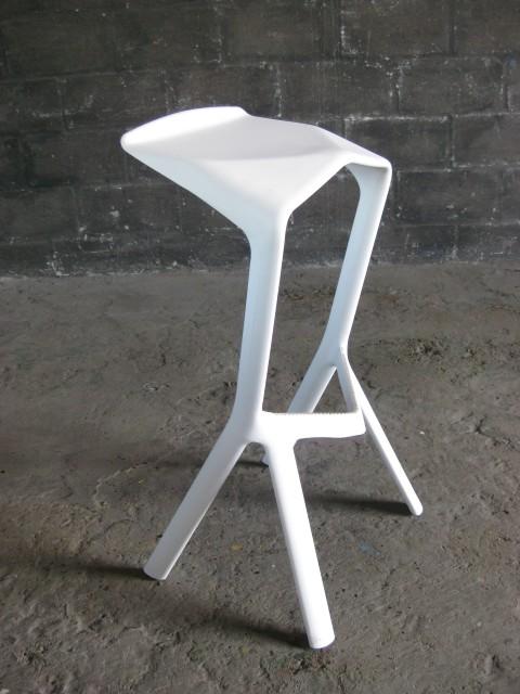 Ultra modern white plastic bar stools artappelartappel - Witte plastic stoel ...