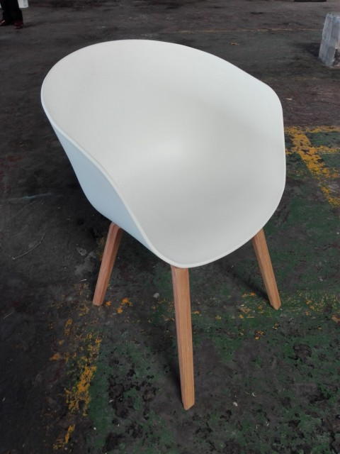 White Polyprop Tub Chair With Wooden Leg Artappelartappel