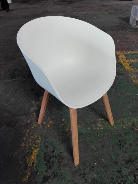 White Polyprop Tub Chair With Wooden Leg Artappelartappel